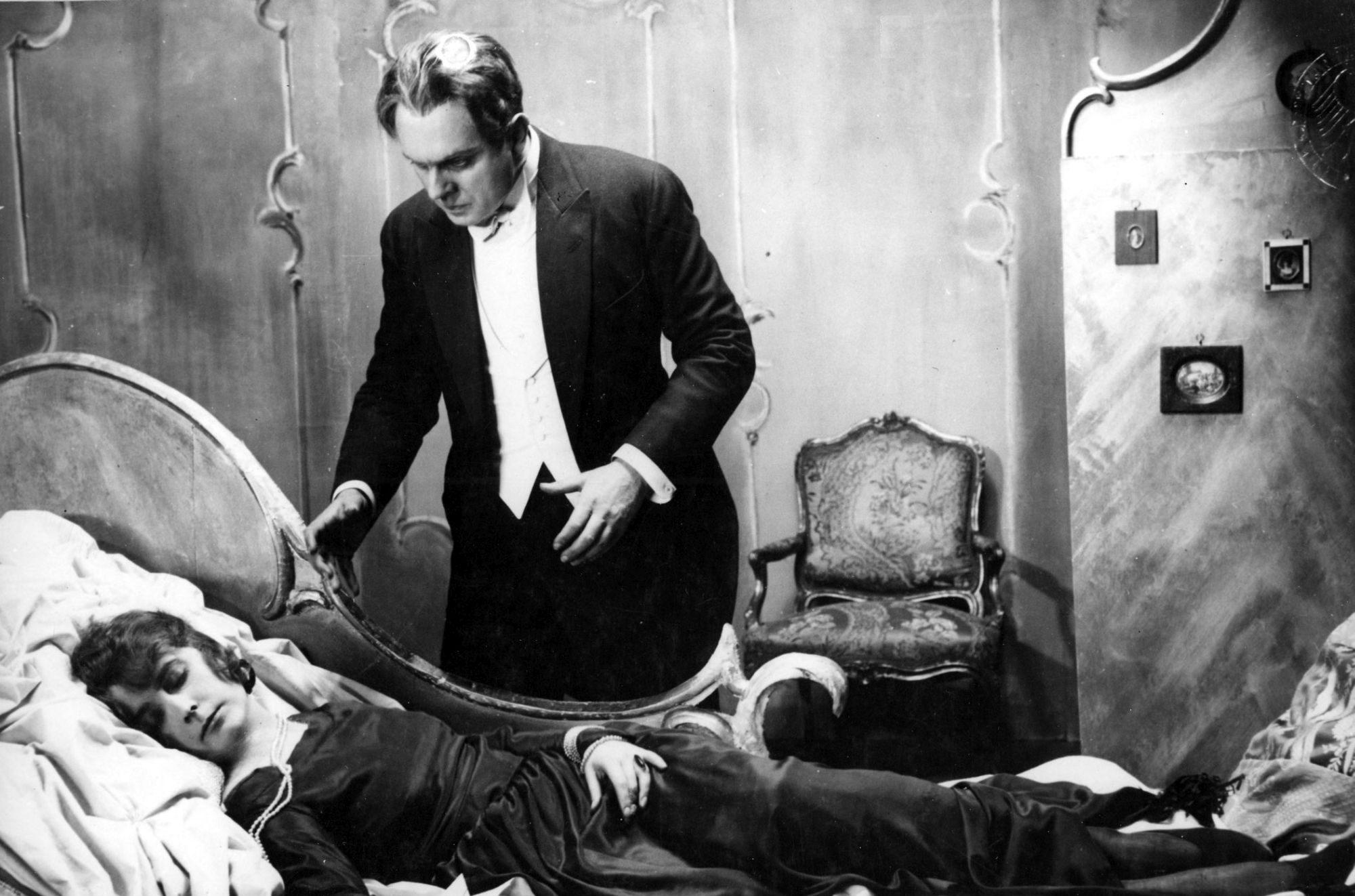 Filmszene aus Dr. Mabuse, der Spieler - Ein Bild der Zeit
